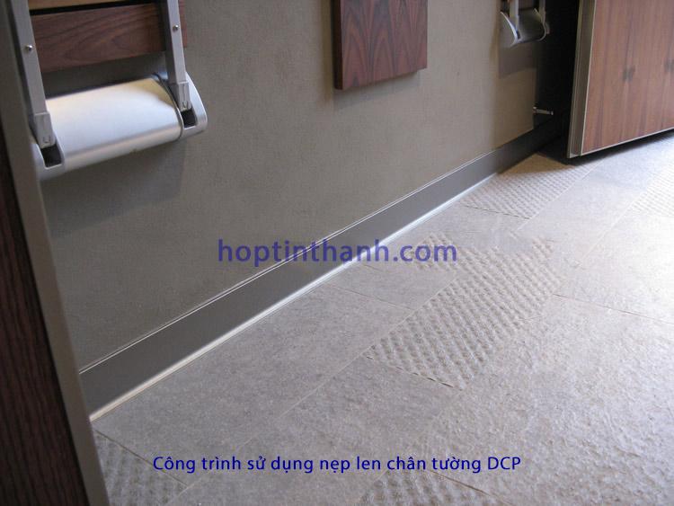 Hình ảnh công trình thực tế sử dụng nẹp phào len chân tường màu nhôm