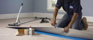 sử dụng keo và băng dán nhiệt để có định thảm