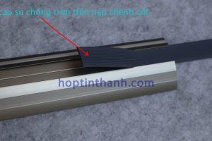 Dải cao su chống trơn trên nẹp chênh cốt NOP8.0