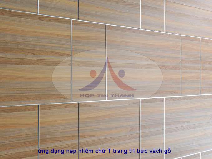 Một ví dụ ứng dụng nẹp nhôm chữ T trang trí bức vách gỗ