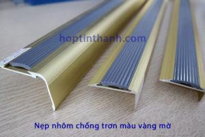 Nẹp nhôm chống trơn màu vàng mờ của Hợp Tín Thành
