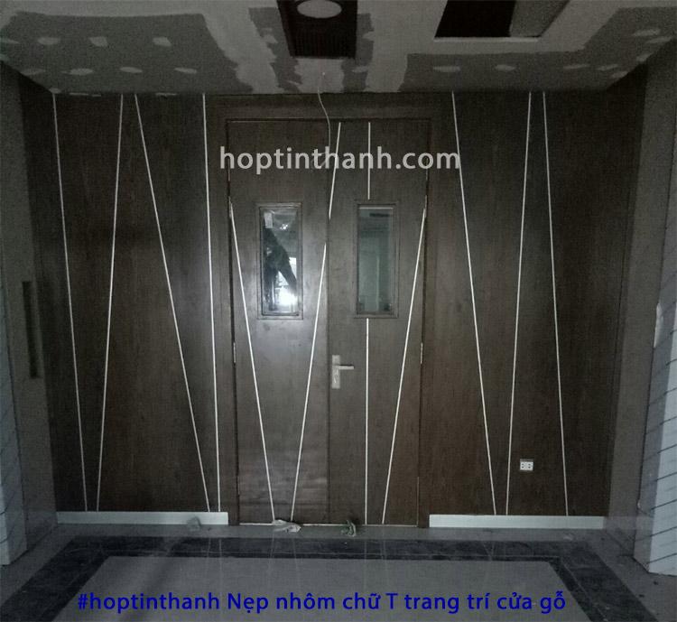 Ảnh công trình nẹp nhôm chữ T trang trí cửa gỗ