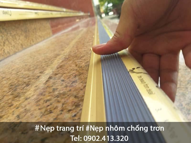 Duyệt mẫu nẹp nhôm chống trơn NLP20 màu vàng mờ Hợp Tín Thành